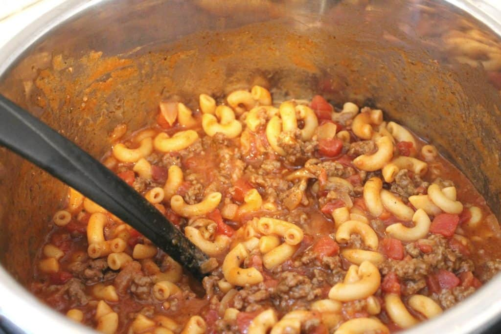 Pressure cooker chili mac is a super quick and easy Instant Pot meal that your family is sure to love! Enjoy this frugal meal option by clicking through to read more! Instant Pot Chili Mac | Pressure Cooker Chili Mac | Easy Pressure Cooker Meals