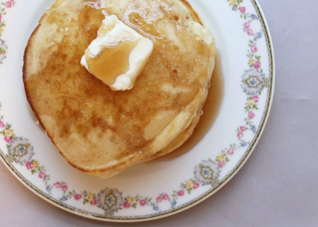 Pancakes don't have to start with a mix! These homemade pancakes are super easy, fluffy, and delicious! Homemade pancakes | easy breakfst ideas