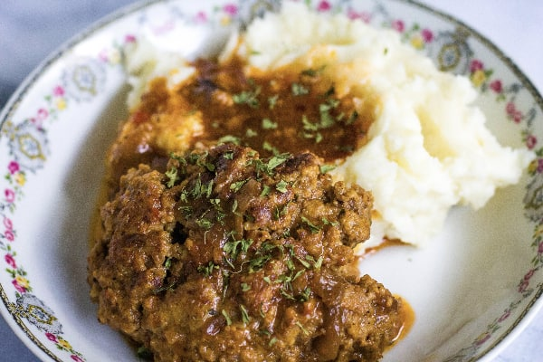 Salisbury steak and mashed potatoes and gravy that were cooked in the Instant Pot pressure cooker