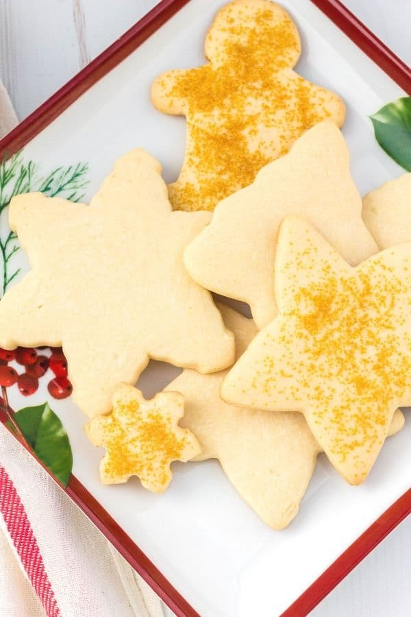 several Bisquick Christmas cookies on a holiday serving platter