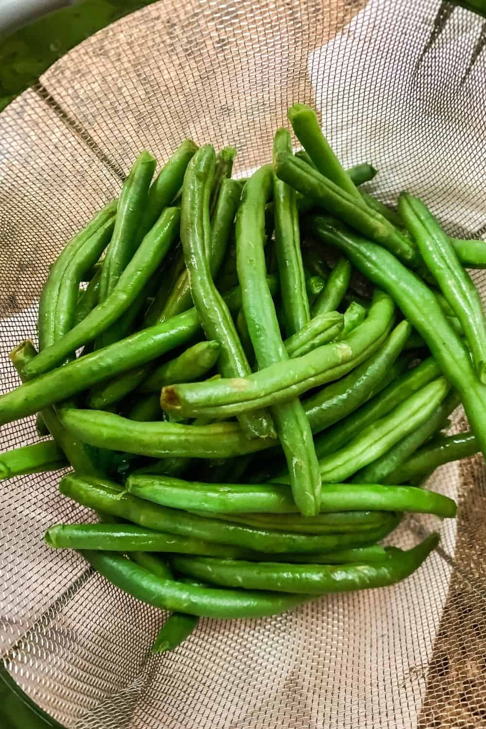 fresh green beans that have been washed and trimmed, placed in the steamer basket